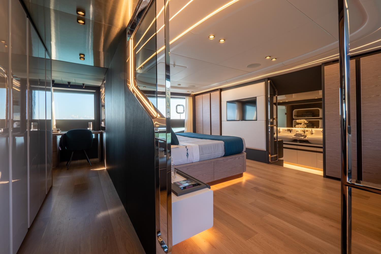 Extra 93 Yacht Interior Room