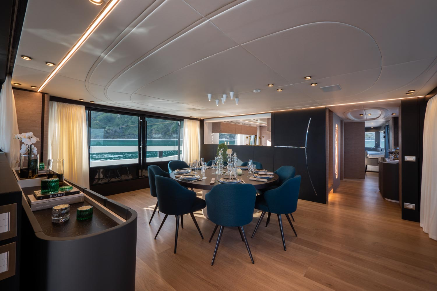 Extra 93 Yacht Dining Room