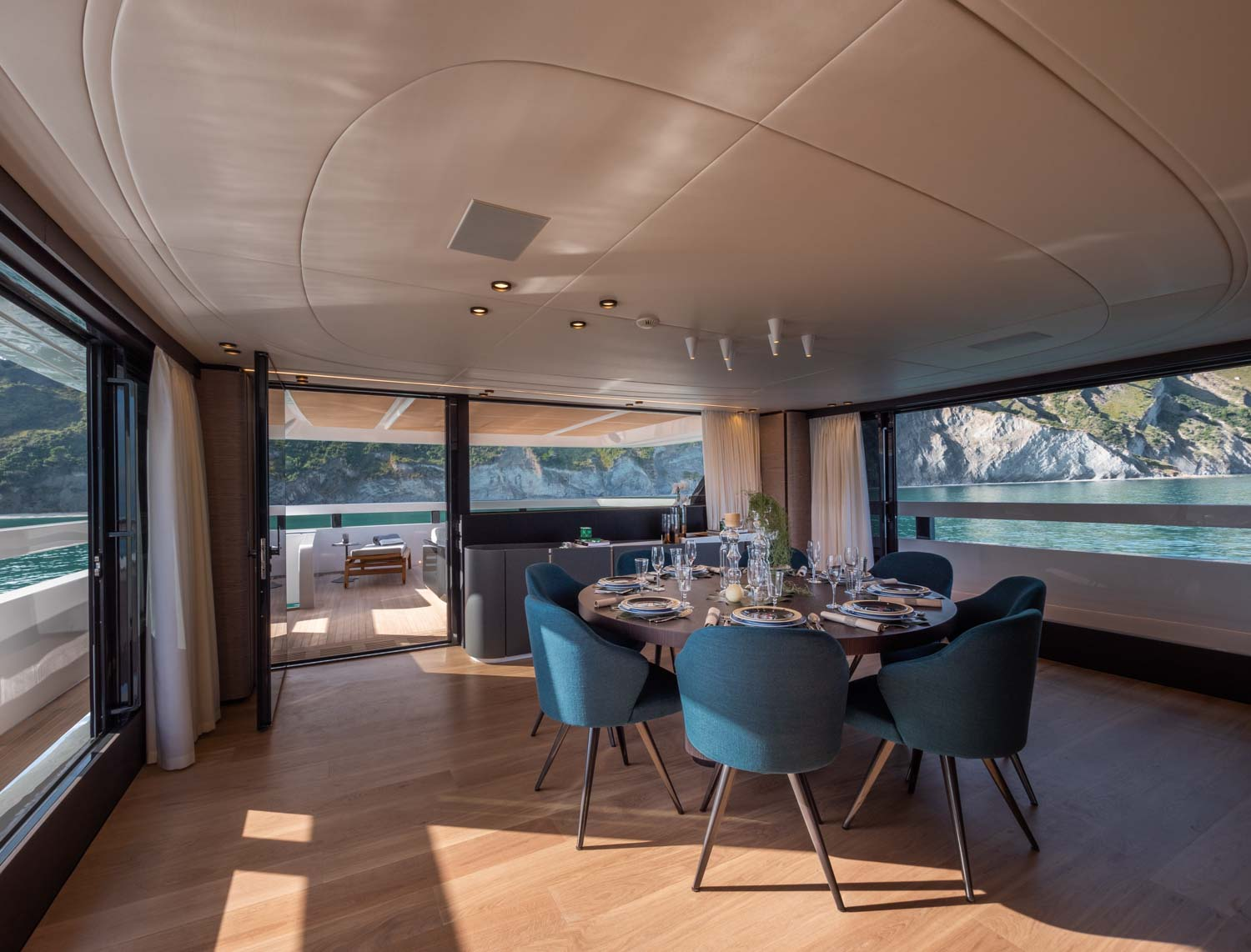 Extra 93 Dining Room Yacht