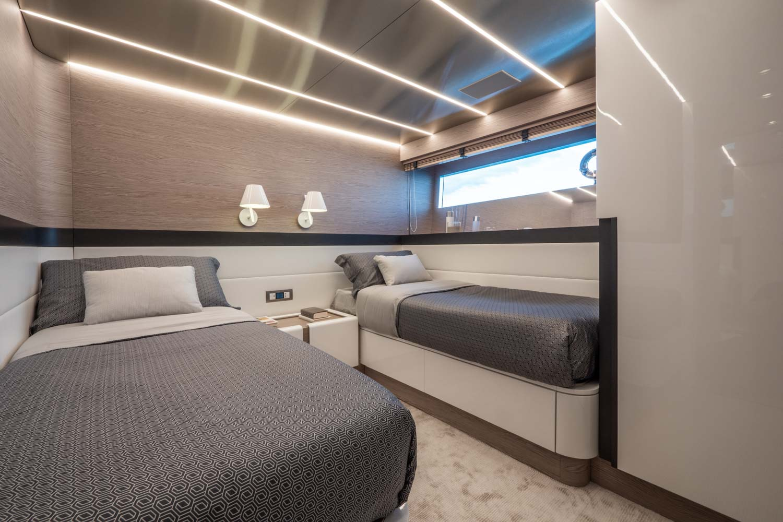 Extra 93 Yacht Bedroom