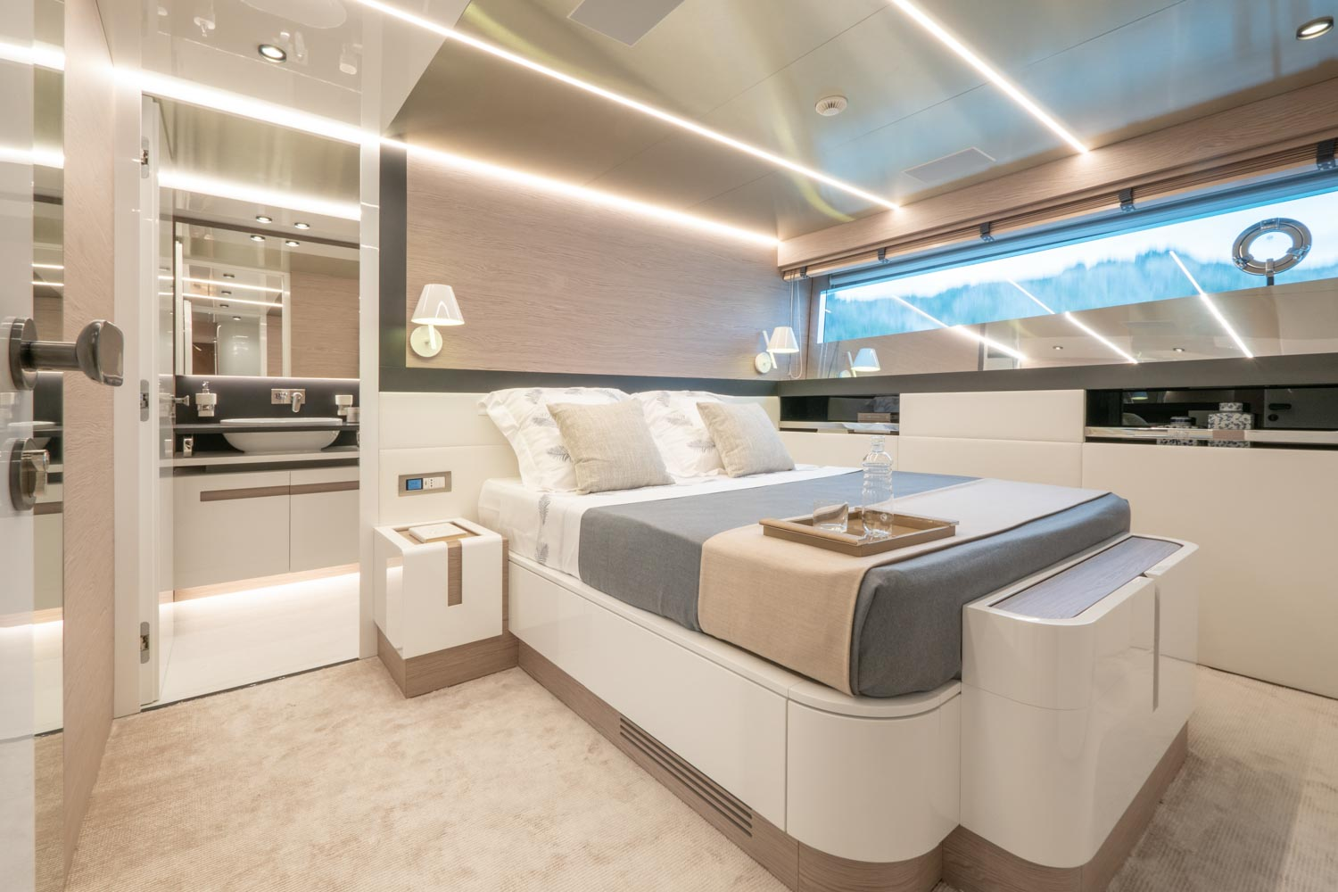 Extra Yacht 93 Owners Cabin