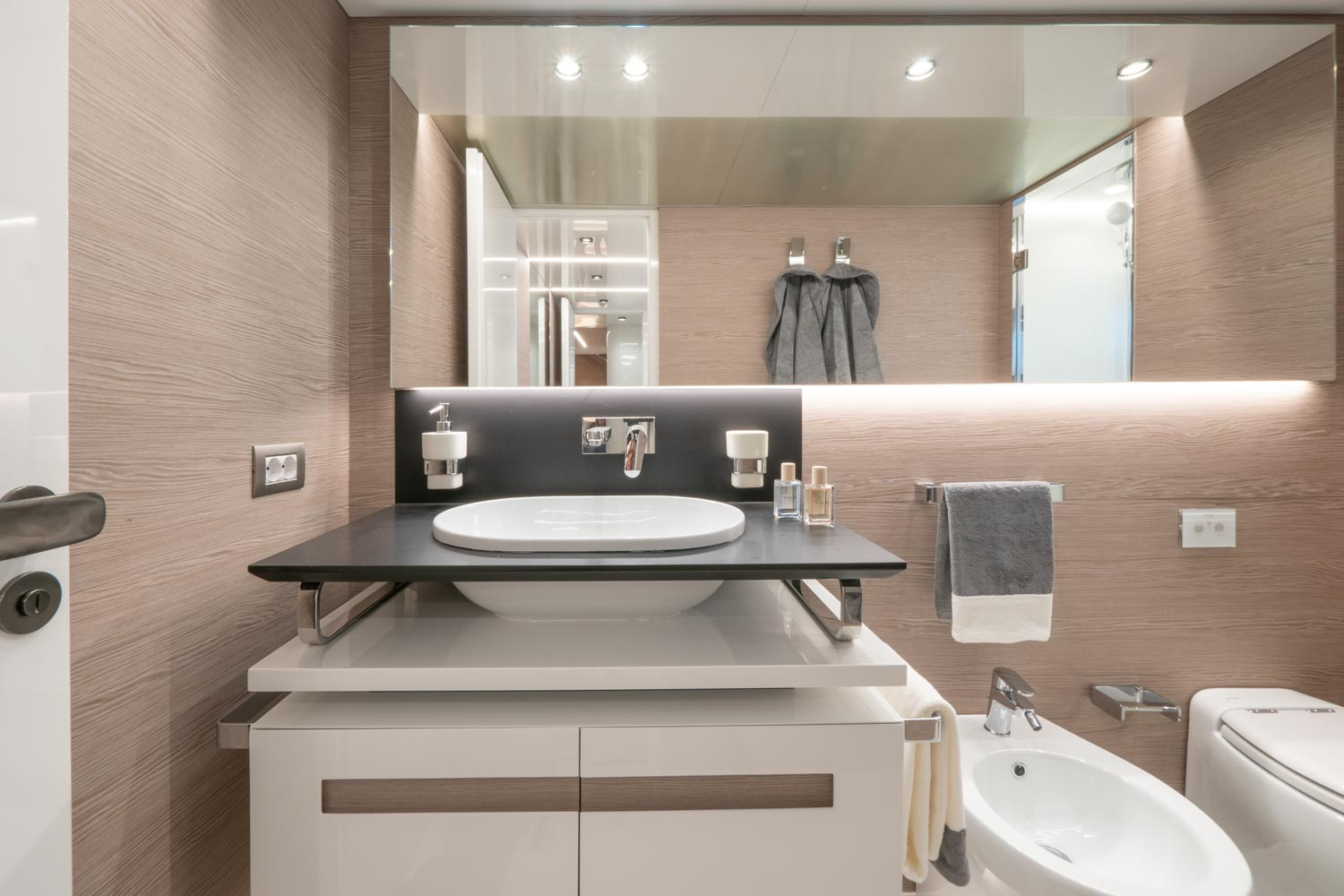 Extra 93 Bathroom Design Yacht