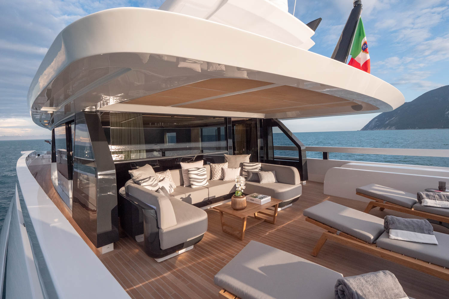Extra 93 Wide Angle Yacht