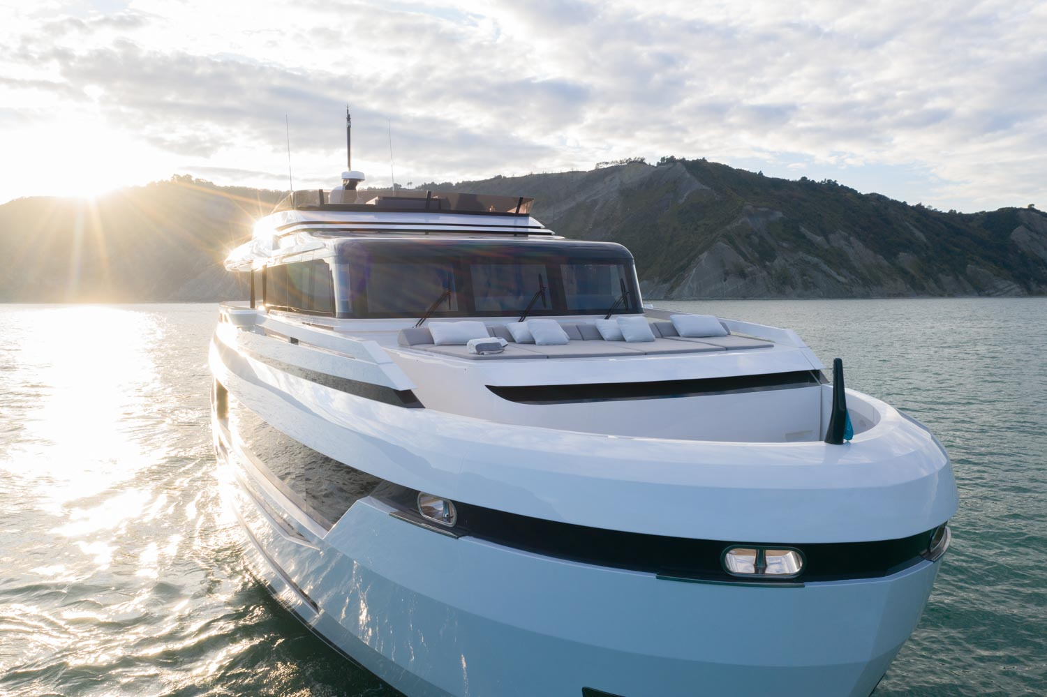 Extra 93 Yacht Front View