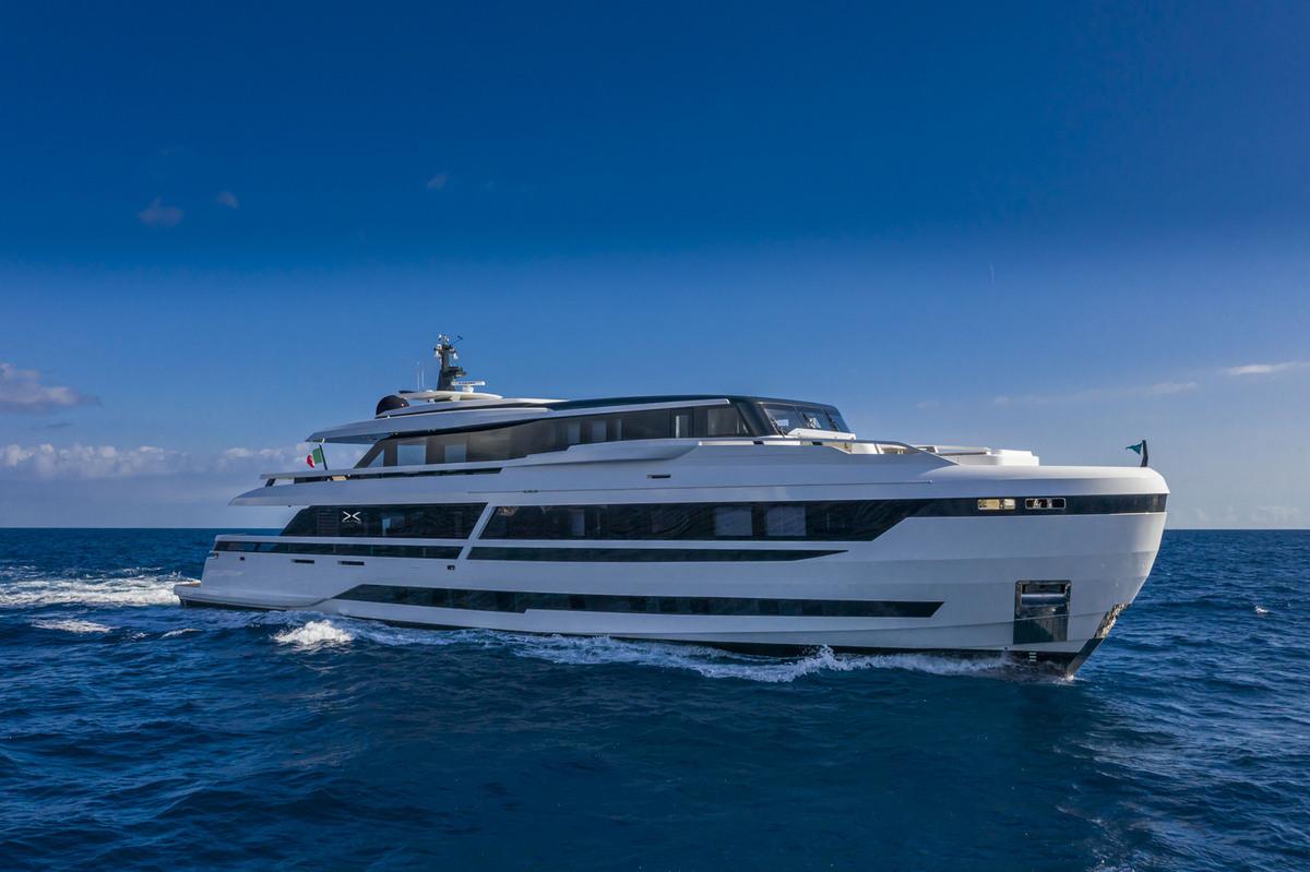 Extra 130 Yacht
