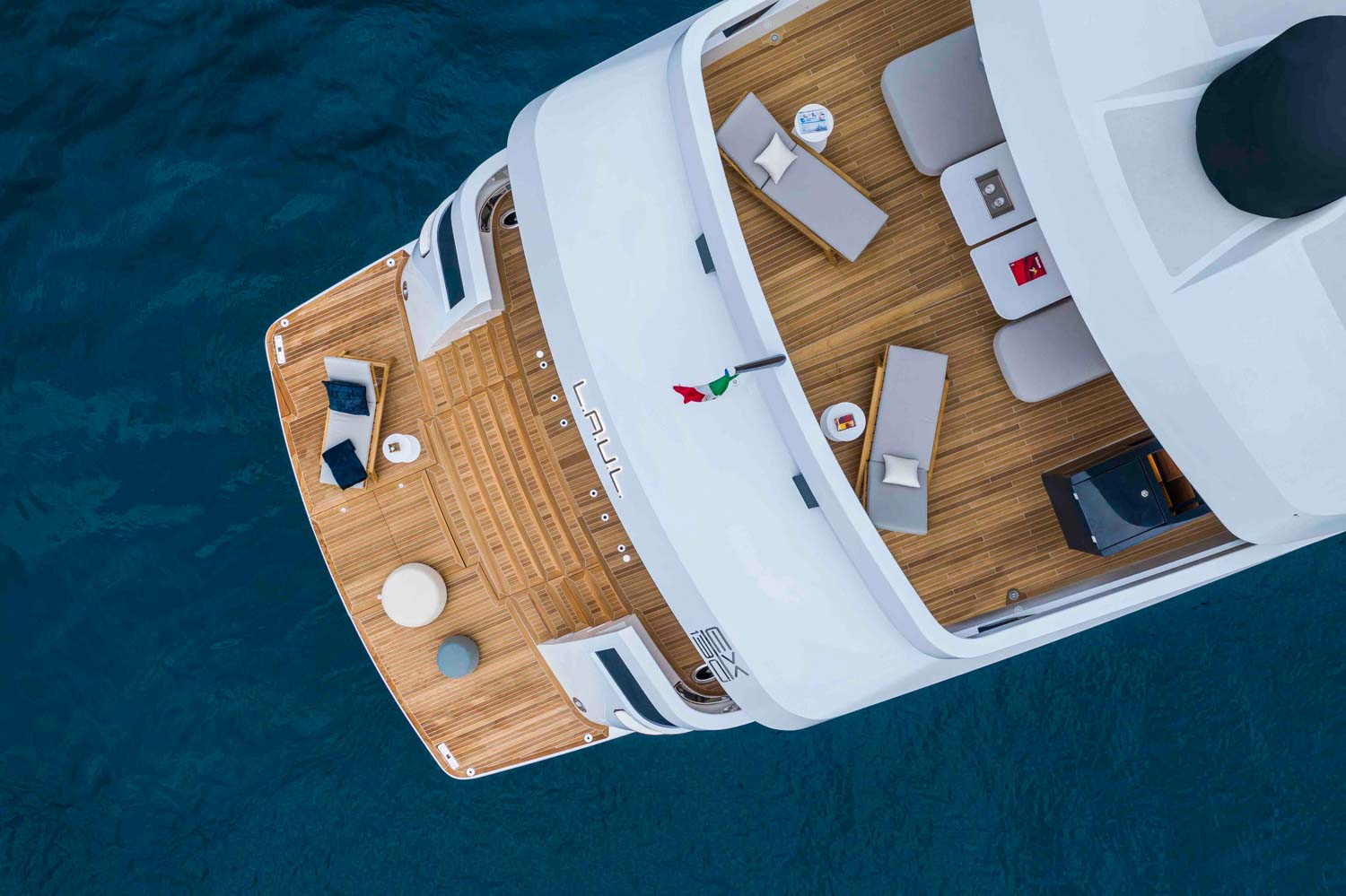 Extra 130 Yacht Top View