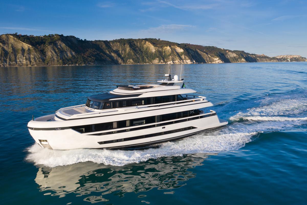 Extra 93 Yacht Design